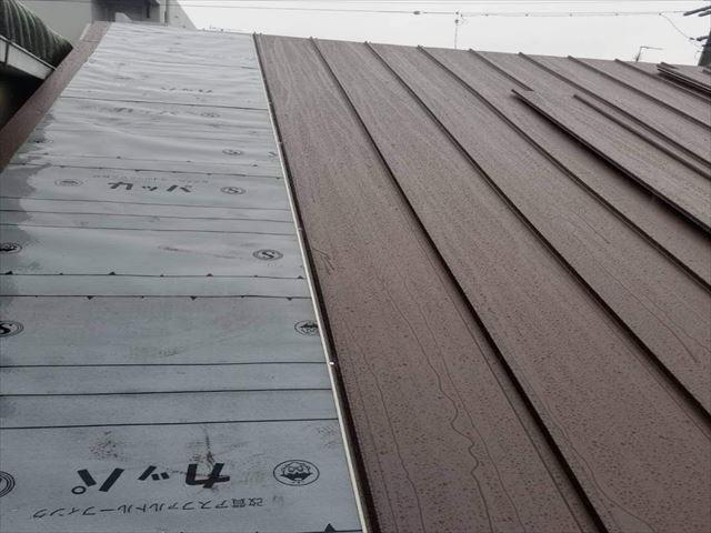 瓦の葺き替え施工中