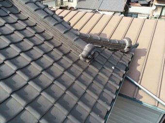 大屋根の漆喰の落下
