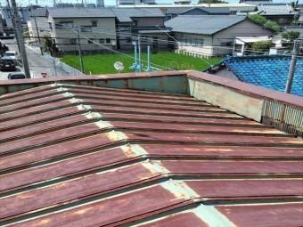 トタン屋根の全景