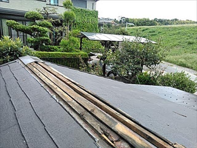 台風で棟板金が飛んだ