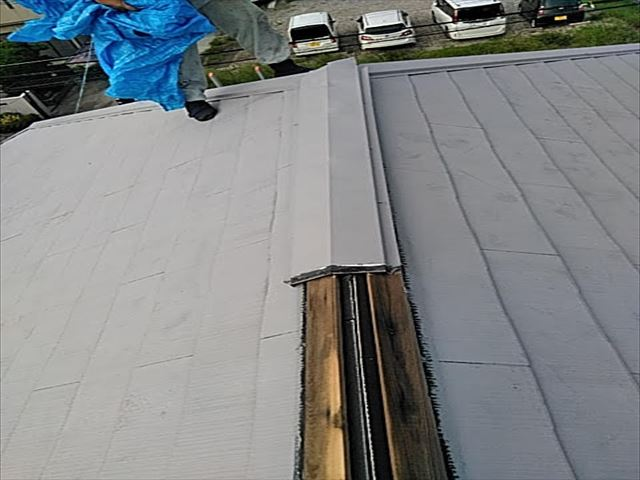 塗装したてで屋根カバー工事