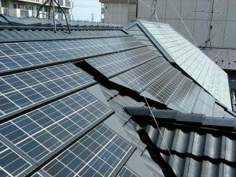 屋根(太陽光パネル)の全景
