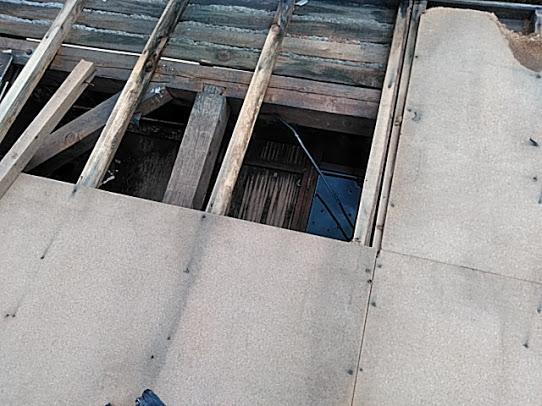 トタン屋根飛んだ