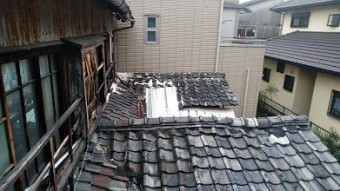 台風で飛ばされた瓦