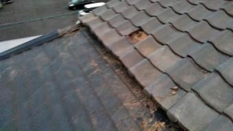 増築部の金属屋根が飛ばされる