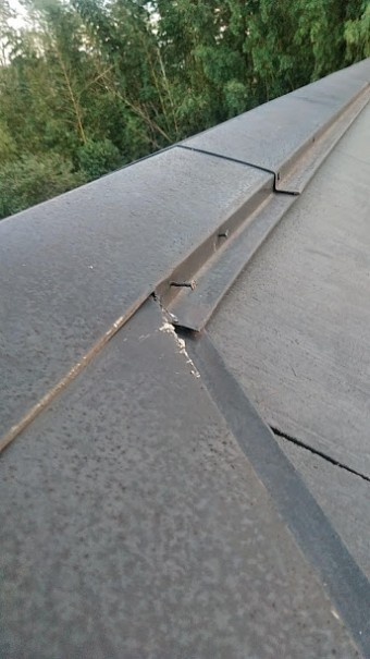 板金が飛ばされた屋根