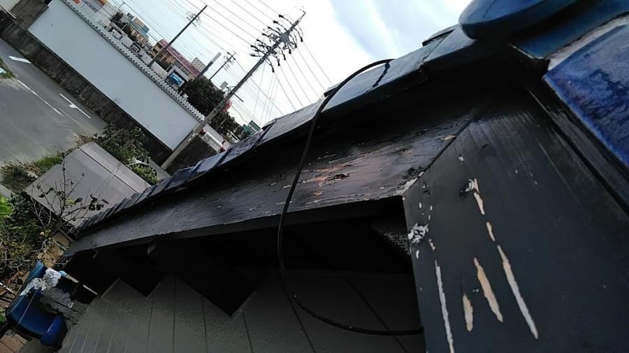 弥富市にて和瓦のケラバが一列浮き下地が腐食、補修か葺き替え?