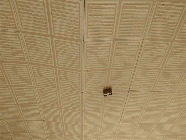 雨漏りによる天井の落下