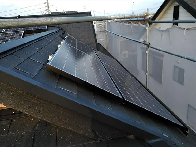 太陽光のある屋根のカバー工事