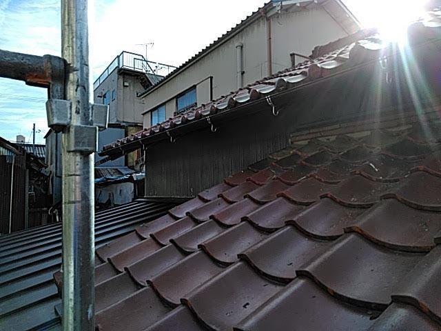 トタンがめくれた屋根