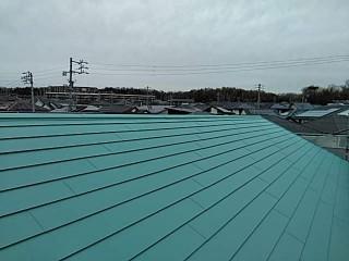 滑る屋根、飛ばされた板金