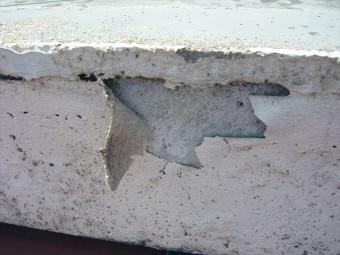 外壁塗膜の剥がれ