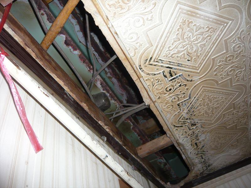 天井板の抜け落ち