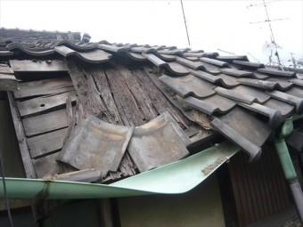 屋根の崩れ