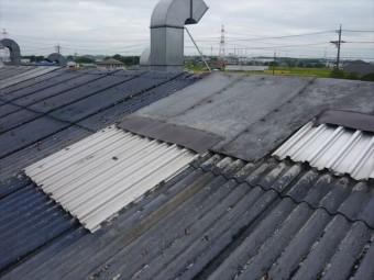 スレート屋根の補修部分