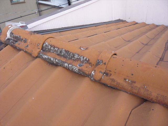 棟瓦の表面の劣化