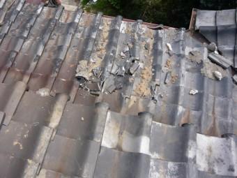 瓦の落下した下屋根