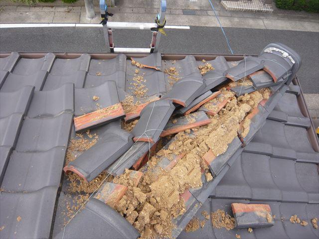 台風による棟瓦の崩れ