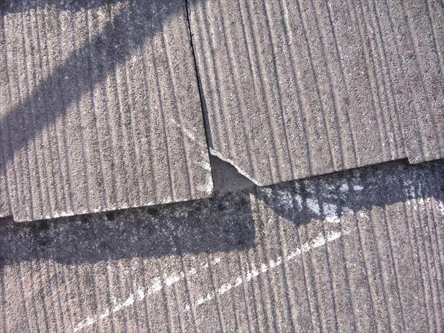 板金が単打際の傷と割れ