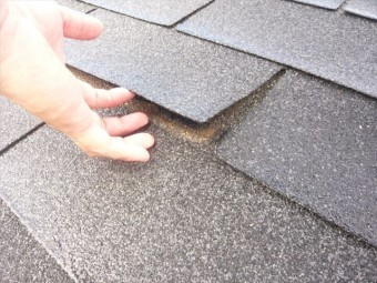 屋根材の接着の剥がれ