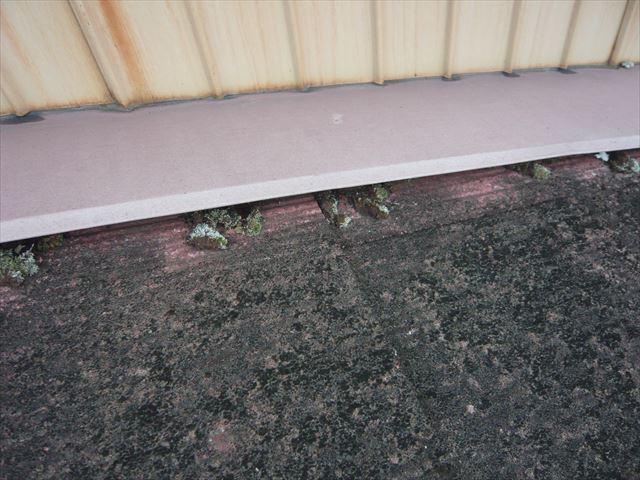下屋根のスレートの劣化