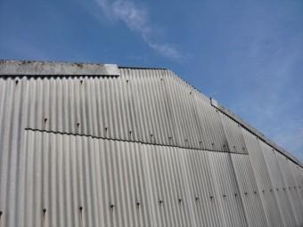 倉庫のケラバの破損