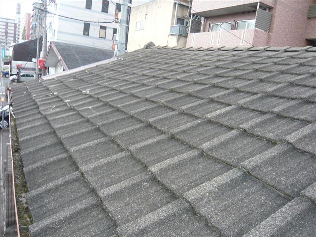 セメント瓦屋根の全景