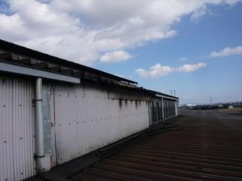 屋根が剥がれた部分
