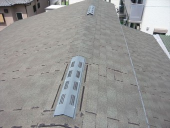 離れの屋根の全景