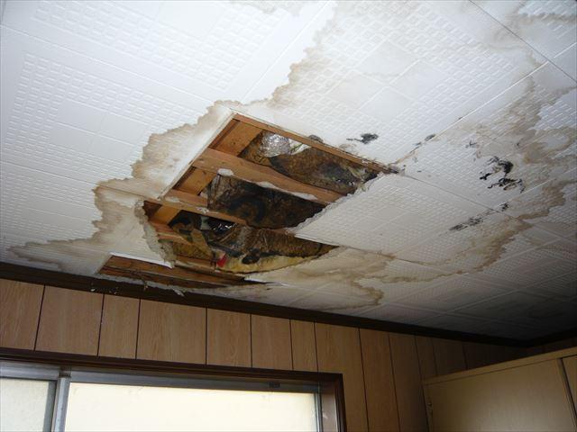 雨漏りによる天井の傷み