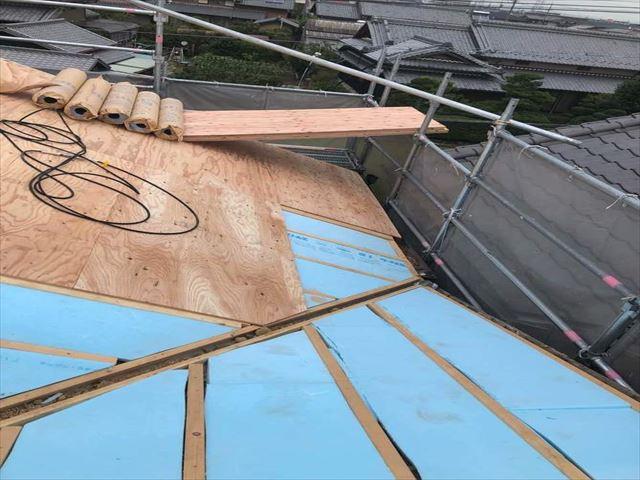 複雑な瓦屋根の葺き替え